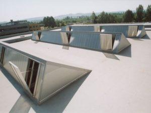 Монтаж системы дымоудаления на крыше
